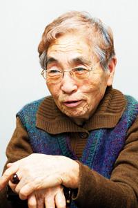 中里チヨさん 1926年新潟生まれ。元・川崎協同病院(神奈川民医連)看護部長、全日本民医連看護委員。第二次大戦中に従軍看護婦を経験。