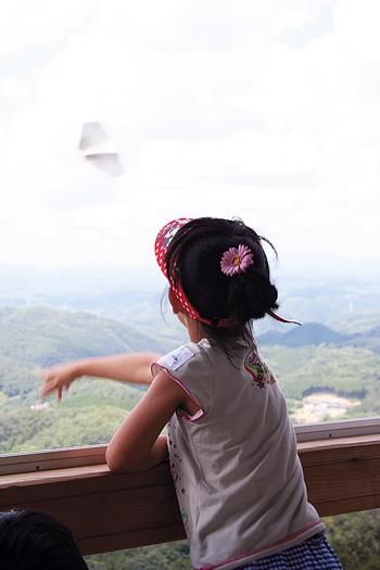 紙ヒコーキ・タワー(神石高原町観光協会提供)
