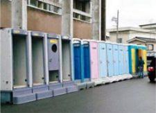 益城町の避難所の仮設トイレ(昨年の熊本地震)