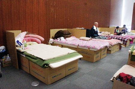 熊本地震で段ボールベッドを導入した益城町