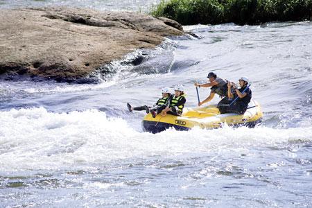最上川上流で人気のラフティング。「東北の自然に触れてほしい」と運営組織Rustica(ラスティカ)代表の阿部さん