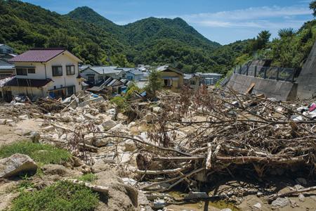 西日本豪雨で大量の土砂に覆われた広島県の坂町(撮影:野田雅也)