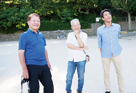 (左から)片寄さん、稲石さん、白い鳩保育園園長の竹内圭さん