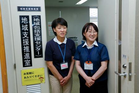 地域包括支援センターの職員。右が武田さん