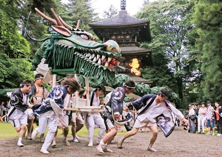 全長45mの龍が舞う「龍神まつり」は迫力満点(御代田町提供)