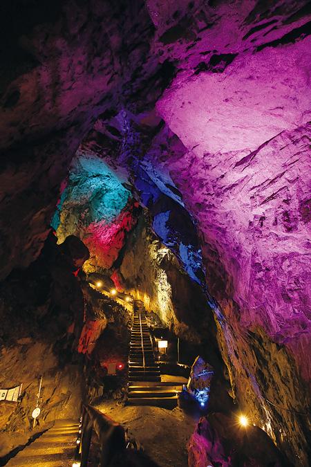 奥多摩の観光地として日原鍾乳洞も人気