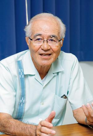 大城郁男(おおしろ・いくお)  1947年、国頭村生まれ。琉球大学卒。高校の英語科教師を定年退職後、2007年から沖縄医療生協理事、09年から副理事長。昨年10月の豊見城市長選では「新しい豊見城をつくるうまんちゅの会」共同代表として山川仁候補の当選に尽力