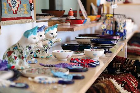 トルコ記念館の近くにあるトルコ雑貨店。周辺にはトルコ文化協会の交流施設(週末のみオープン)もある