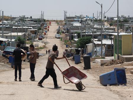 シリアの人々が暮らすアルビルの難民キャンプ。夏が近づくにつれ環境も過酷になる