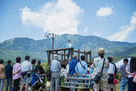 「愛妻の丘」で妻に愛を叫ぶ(嬬恋村提供)