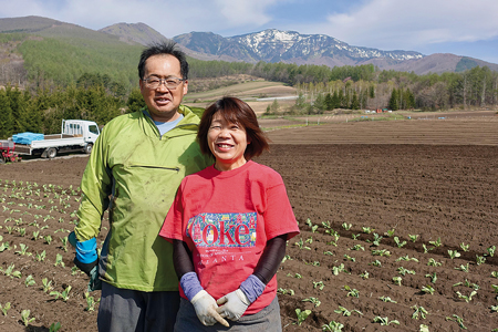 キャベツ農家の松本達也さん・もとみさんご夫婦