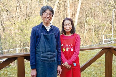 「ペンションすこやか」の山岸荘仁朗さん・眞弓さんご夫婦