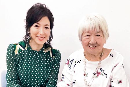荻野吟子を演じた若村麻由美さん(左)と山田火砂子監督(撮影・片岡伸行)