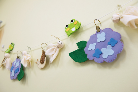 裁縫が得意な藤田さんが作る季節の壁飾り