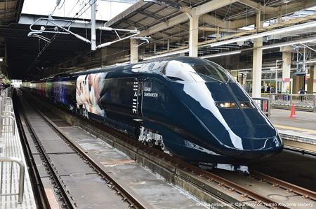 現美新幹線の外観は長岡花火をもとにした作品(JR東日本提供)